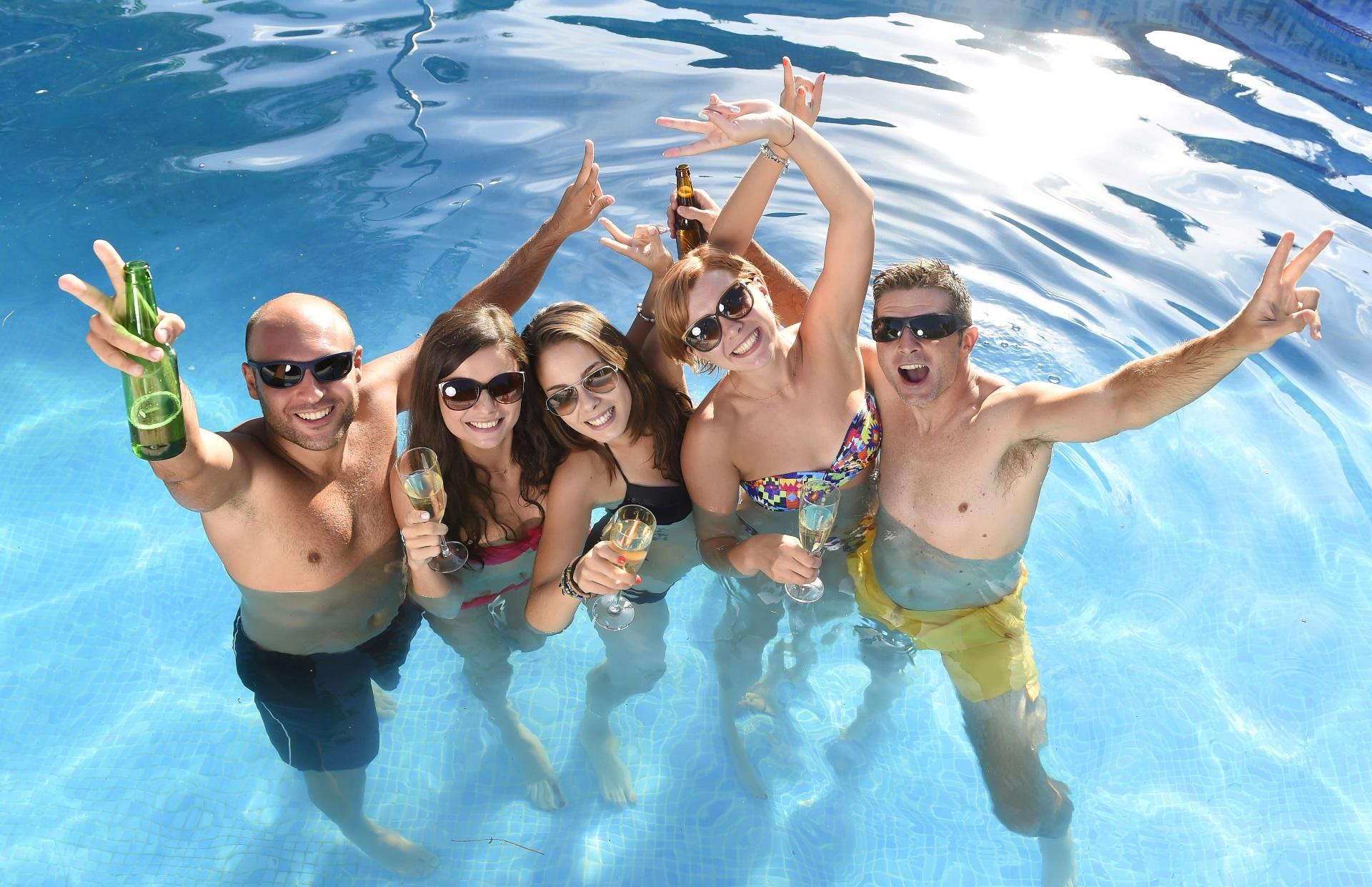 Mallorca Partyurlaub Pool Bier