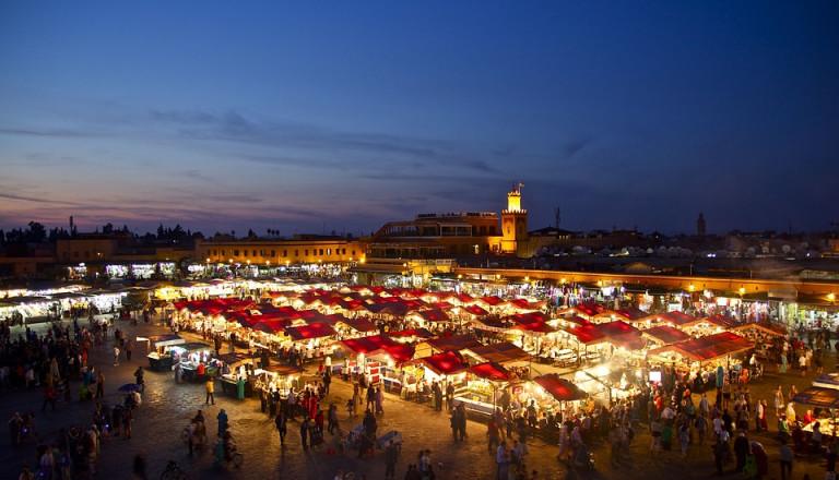 Shoppen in einem Basar in Marrakesch Marokko