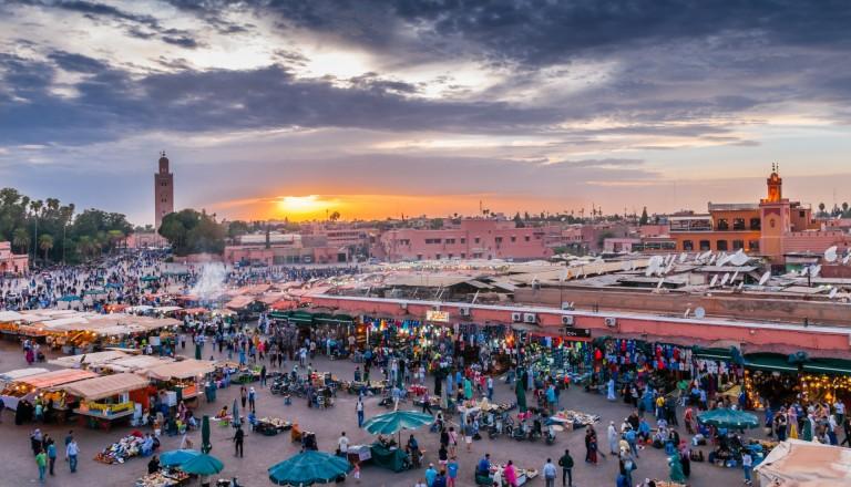 Der Djemaa el Fna in der Altstadt von Marrakesch.