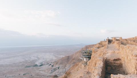 Der Masada National Park lädt zu atemberaubenden Wanderungen ein.