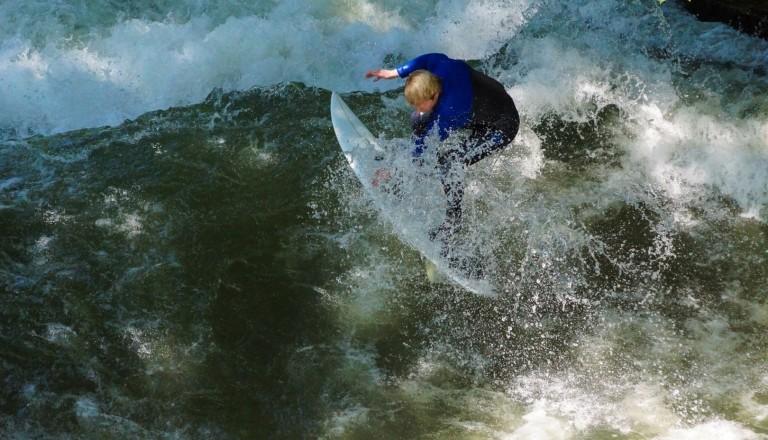 Surfen München Eisbachwelle