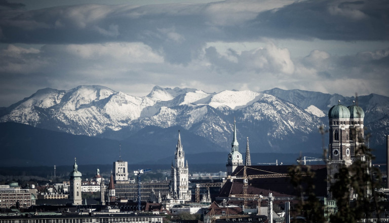 München und die Alpen