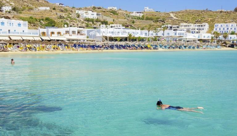 Schnorcheln am Platis Gialos Beach auf Mykonos.