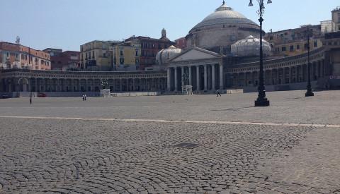 Besichtigen Sie die Kirchen und Plätze von Neapel.