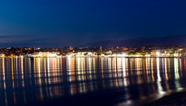 Novalja Kroatien Party bei Nacht