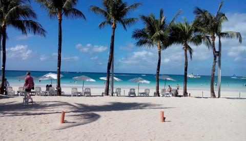 Der White Beach Strand auf den Philippinen