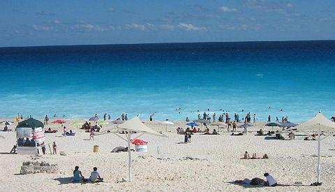 Schwimmen sie mit Delfinen am Playa Delfines in Cancún!