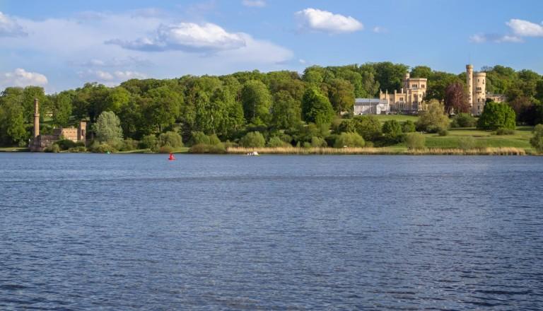 Schloss Babelsberg am Glienicker See. Potsdam
