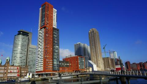 Die Halbinsel Wilhelminapier lockt mit architektonischen Sehenswürdigkeiten in Rotterdam