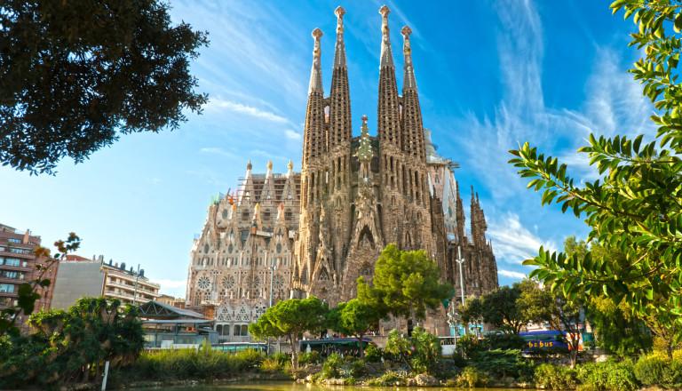 Die berühmte Kathedrale Sagrada Familia im organischen Stil von Gaudi.