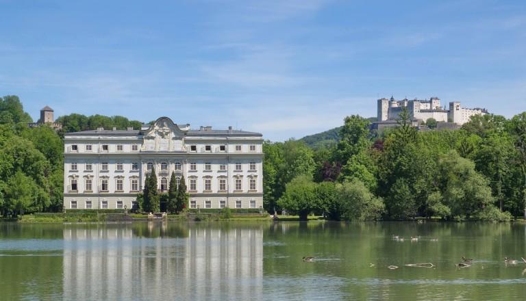 Das Schloss Leopoldskron im grünen Stadtteil Riedenburg.