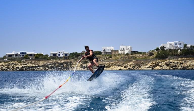 Natürlich ist Wassersport auf Santorin sehr beliebt.