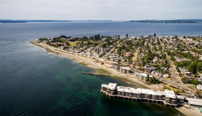 Strandurlaub auf Städtereisen: Kein Problem am Alki Beach von Seattle.