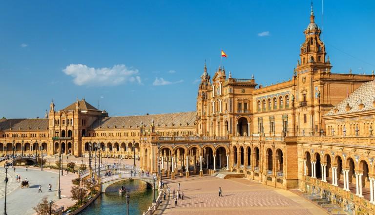 Der Plaza de Espana in Sevilla. Städtereisen.