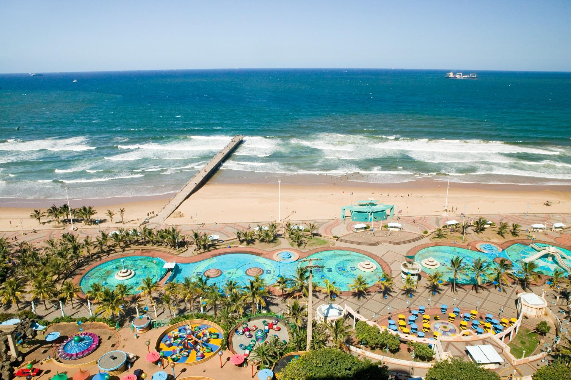 Durban ist ebenfalls für seine Surfspots bekannt. Südafrika Surfurlaub