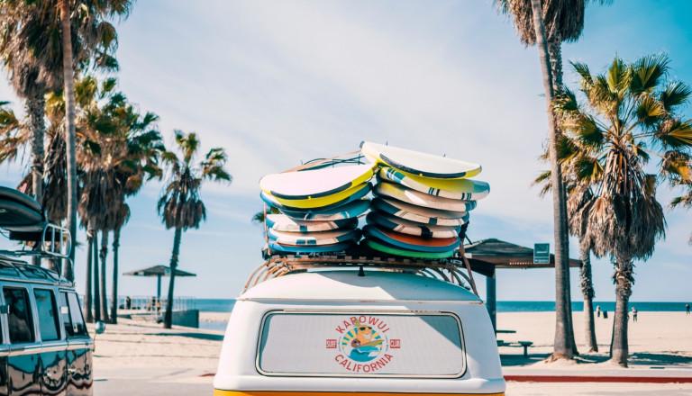 Entdecken Sie die besten Surfspots der Welt mit Reise.de!