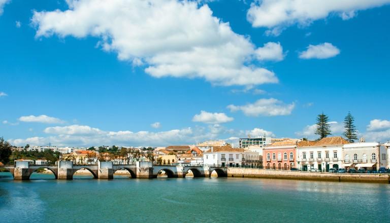 Die romanische Brücke in Talvira. Algarve Reisen