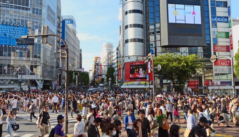 Die berühmte Shibuya Kreuzung in Tokio.