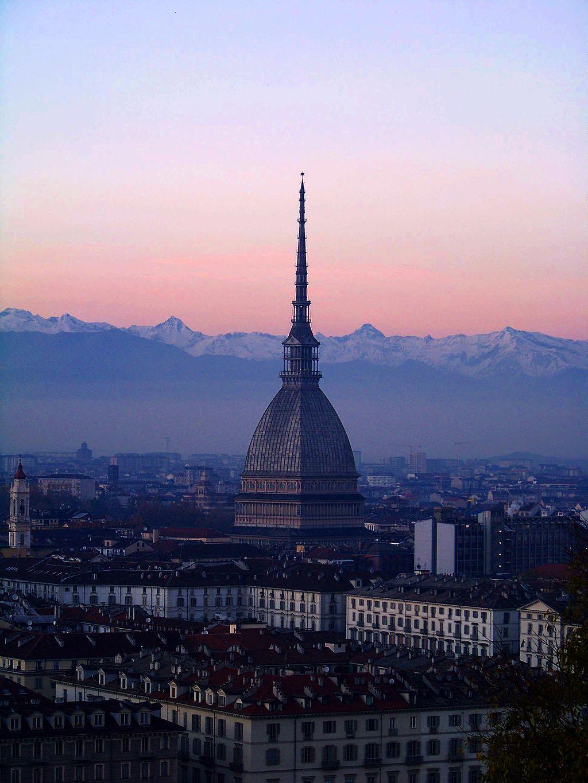 Die Mole Antoninella ist das Wahrzeichen von Turin.