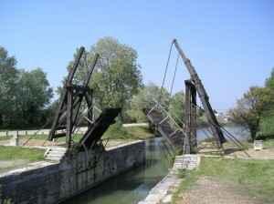 Die Brücke von Langlois bei Arles die Van Gogh als Vorlage für sein berühmtes Werk diente