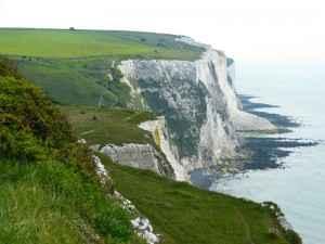 Die berühmten Kreidefelsen von Dover an der englischen Küste