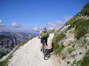Viele Radtouren führen durch hügeliges Gelände