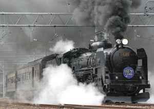 Viele faszinierende Bahnreisen finden in alten historischen Zügen statt