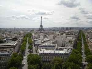 Blick über Paris, die Stadt der Liebe mit dem Eiffelturm
