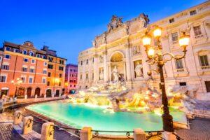 Trevi-Brunnen in Rom bei Nacht