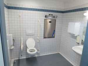 Beispiel eines barrierefreien Badezimmers für Senioren