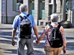 Rentner mit Rucksack