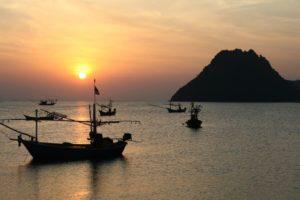 Sonnenuntergang am Strand, Thailand