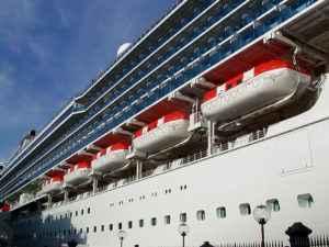 Rettungsboote am Schiff