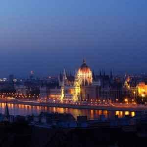Budapester Parlament bei Nacht, Budapest, Ungarn