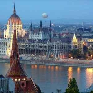 Donaublick auf Parlament, Budapest, Ungarn