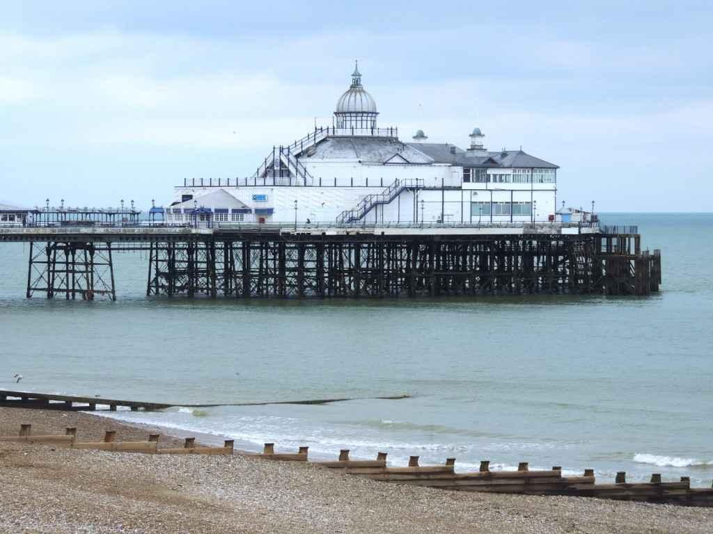 Der Eastbourne Pier in Südengland