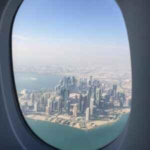 Blick auf Katar aus dem Flugzeug