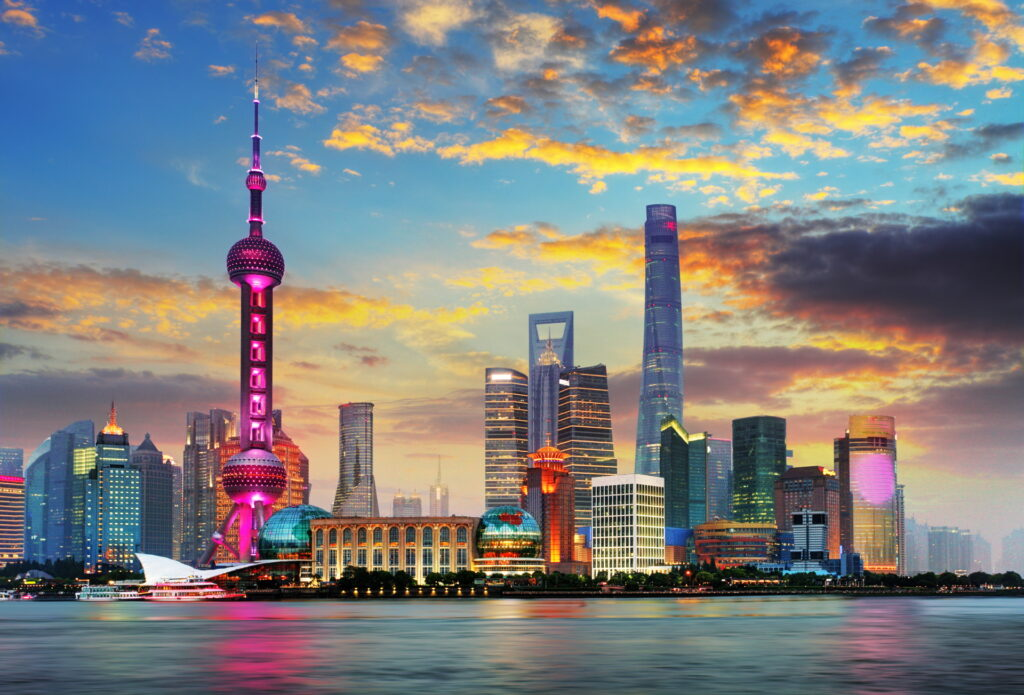 Skyline von Shanghai in der Dämmerung