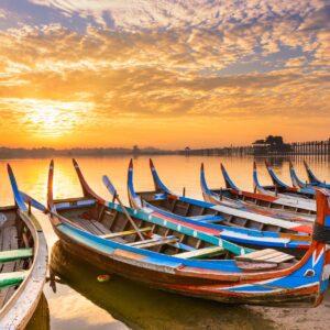 Boote auf dem Taunghtaman-See in Mandalay