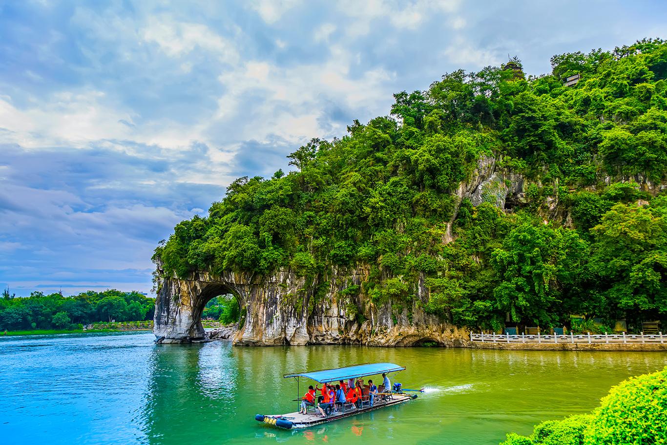 China-Bamboo-Rafting