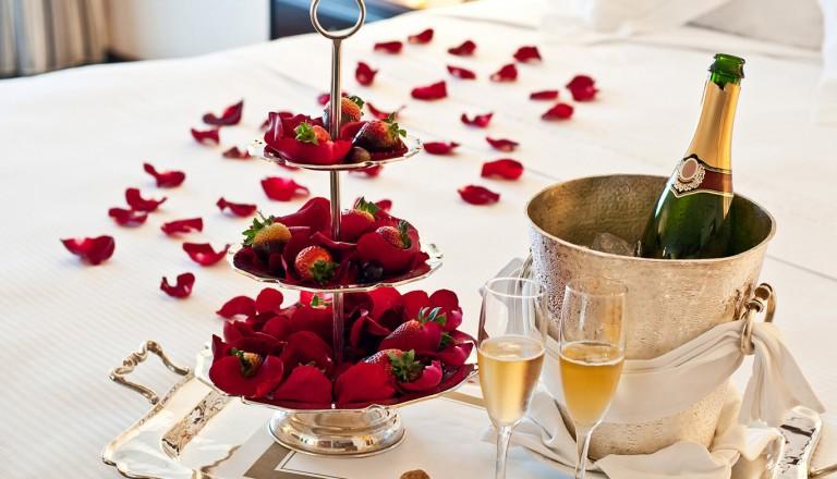 Honeymoon Suite - Champagne