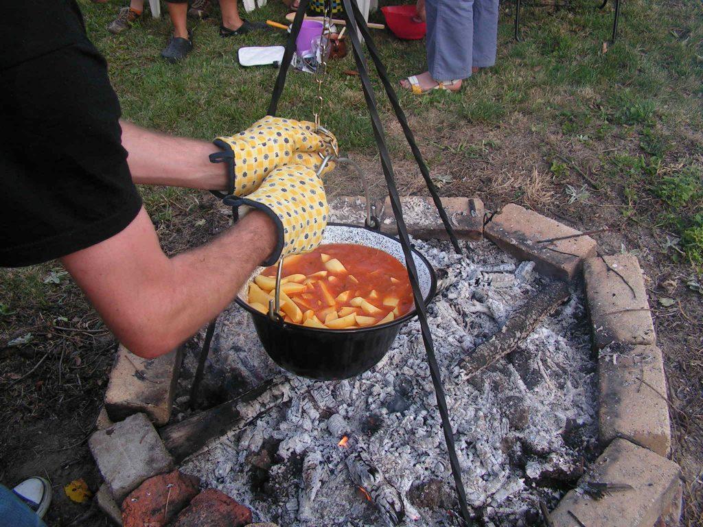 Paprikás krumpli ungarische Kartoffelsuppe