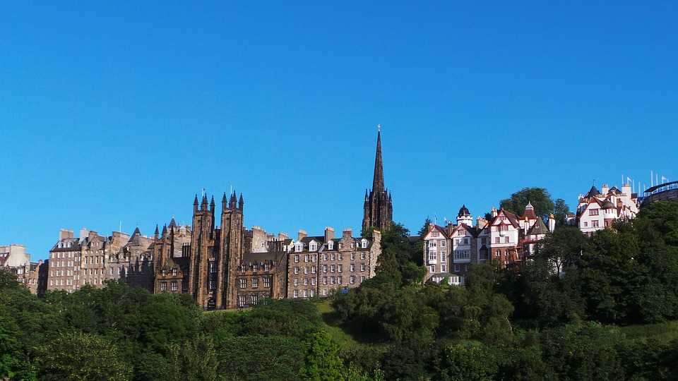 Flüge nach Edinburgh
