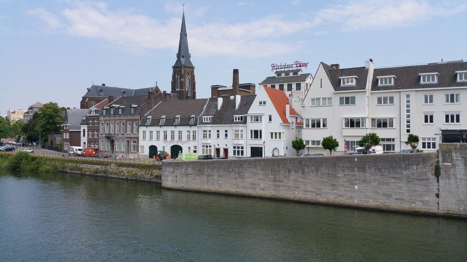 Flüge nach Maastricht