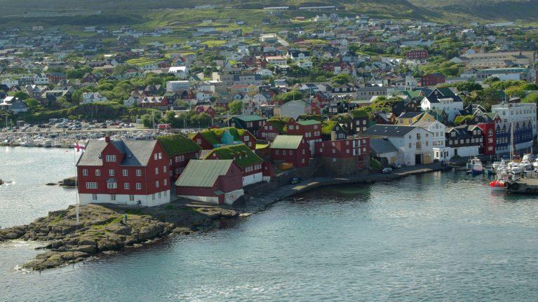 Flüge auf die Färöer-Inseln