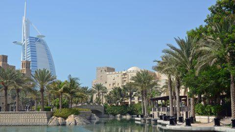 Flüge in die Vereinigten Arabischen Emirate