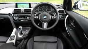 Auto Cockpit mit Steuer auf der linken Seite